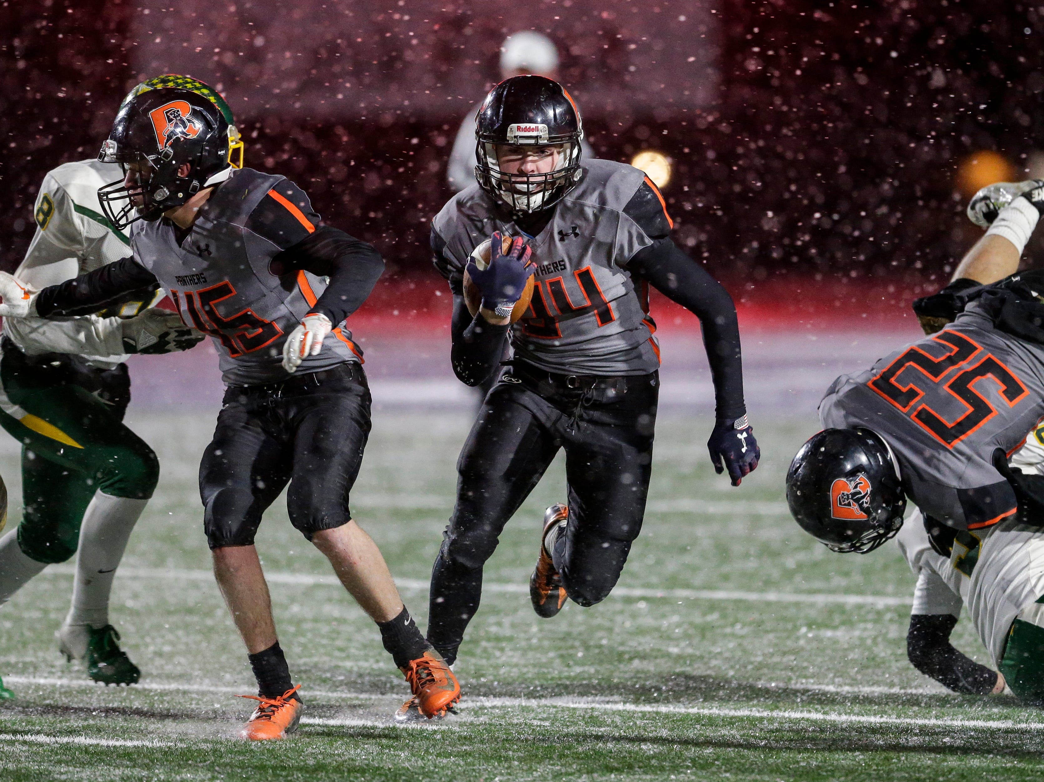 Reedsville's Brandon Stelzer (34) runs the ball against Edgar during a WIAA Division 7 semifinal game at Waupaca High School Friday, November 9, 2018, in Waupaca, Wis. Joshua Clark/USA TODAY NETWORK-Wisconsin