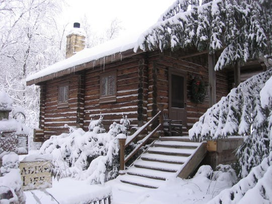 Walnut Ridge Log Cabin offers modern luxuries with a historic feel.