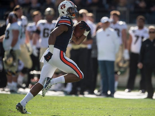 quality design ee4d7 f881d Auburn wide receiver Darius Slayton (81) runs the ball into the end zone  after