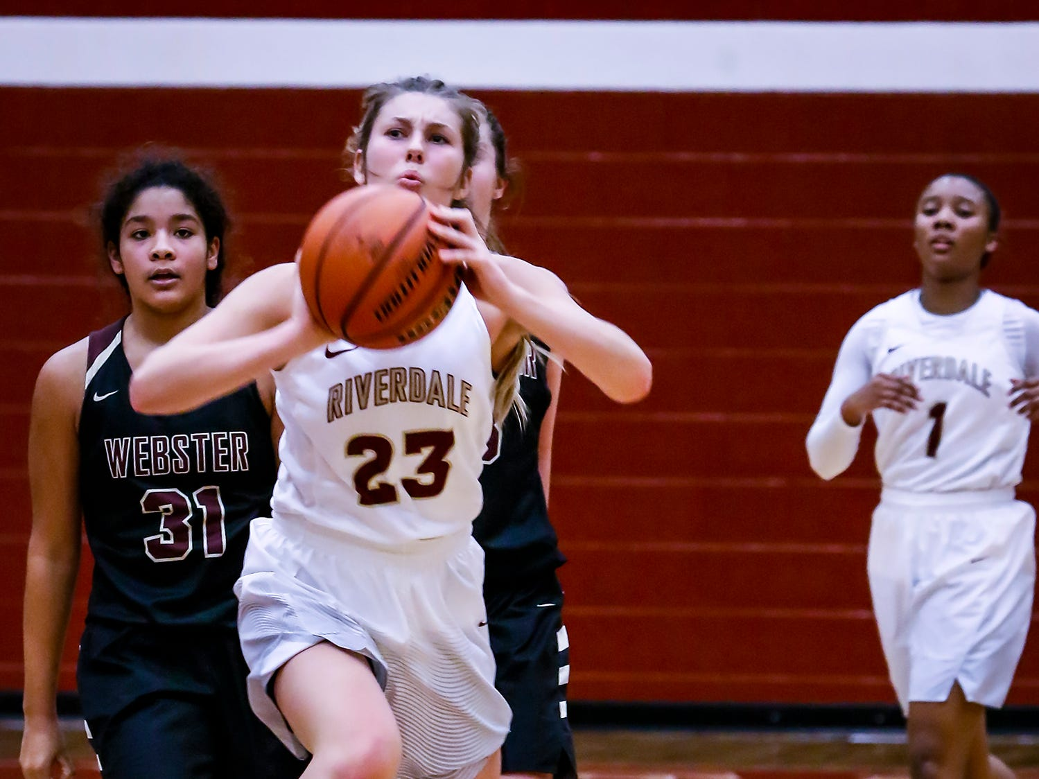 Riverdale's Jalyn Holcomb eyes the basket during Thursday's State Farm Classic.