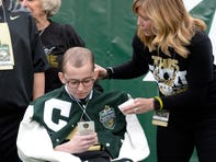 Tyler Trent receives roaring applause, standing ovation at Music City Bowl