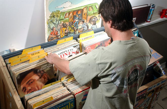 Pensacola News Journal reporter Troy Moon digs through records in March 2002.