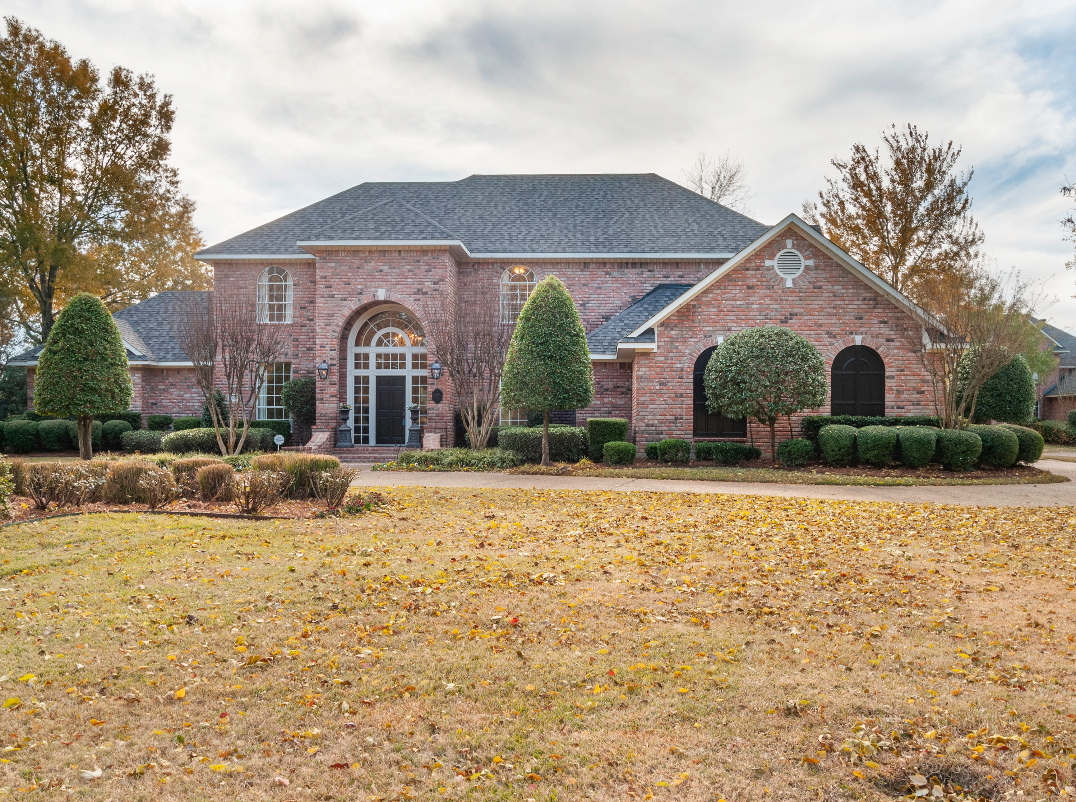 660 Southern Trace   Parkway, Shreveport  Price: $759,900  Details: 5 bedrooms, 5 bathrooms, 4,706 square feet  Special features: Southern Trace home on the golf course, move-in ready, outdoor kitchen.  Contact: Carolyn Mills, 458-2945
