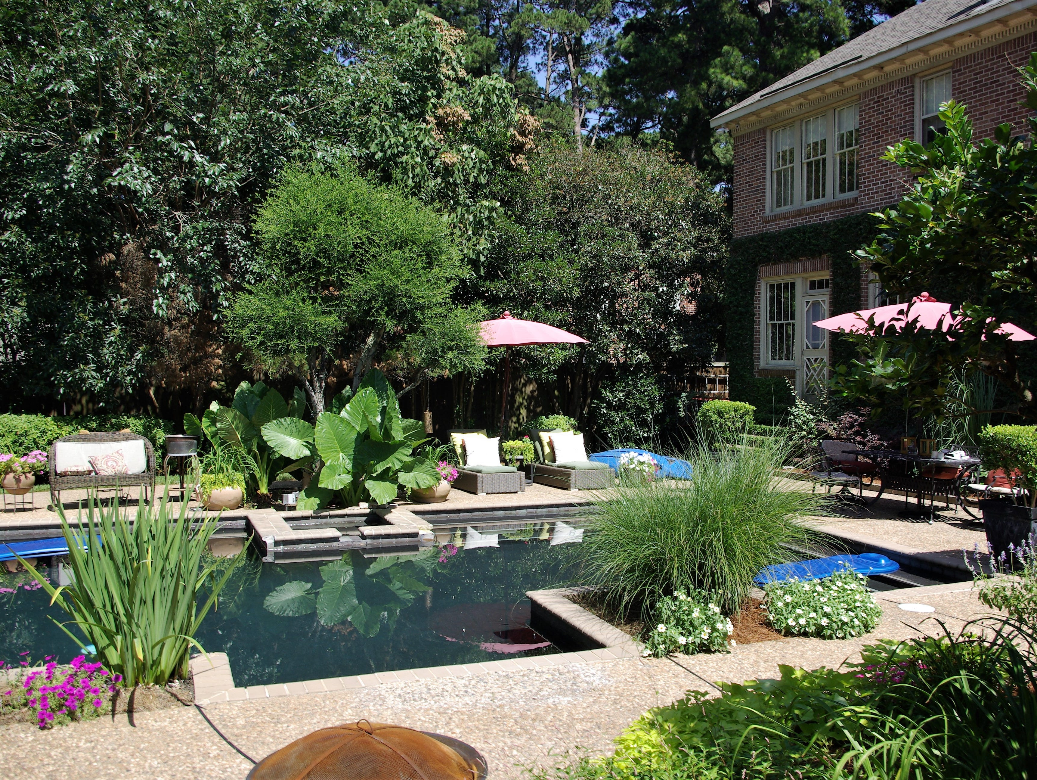 980 Thora Boulevard, Shreveport  Price: $799,000  Details: 4 bedrooms, 4 bathrooms, 3,951 square feet  Special features: Historic South Highlands home renovated on a corner lot, detached pool house.   Contact: Elizabeth Holtsclaw, 560-5693
