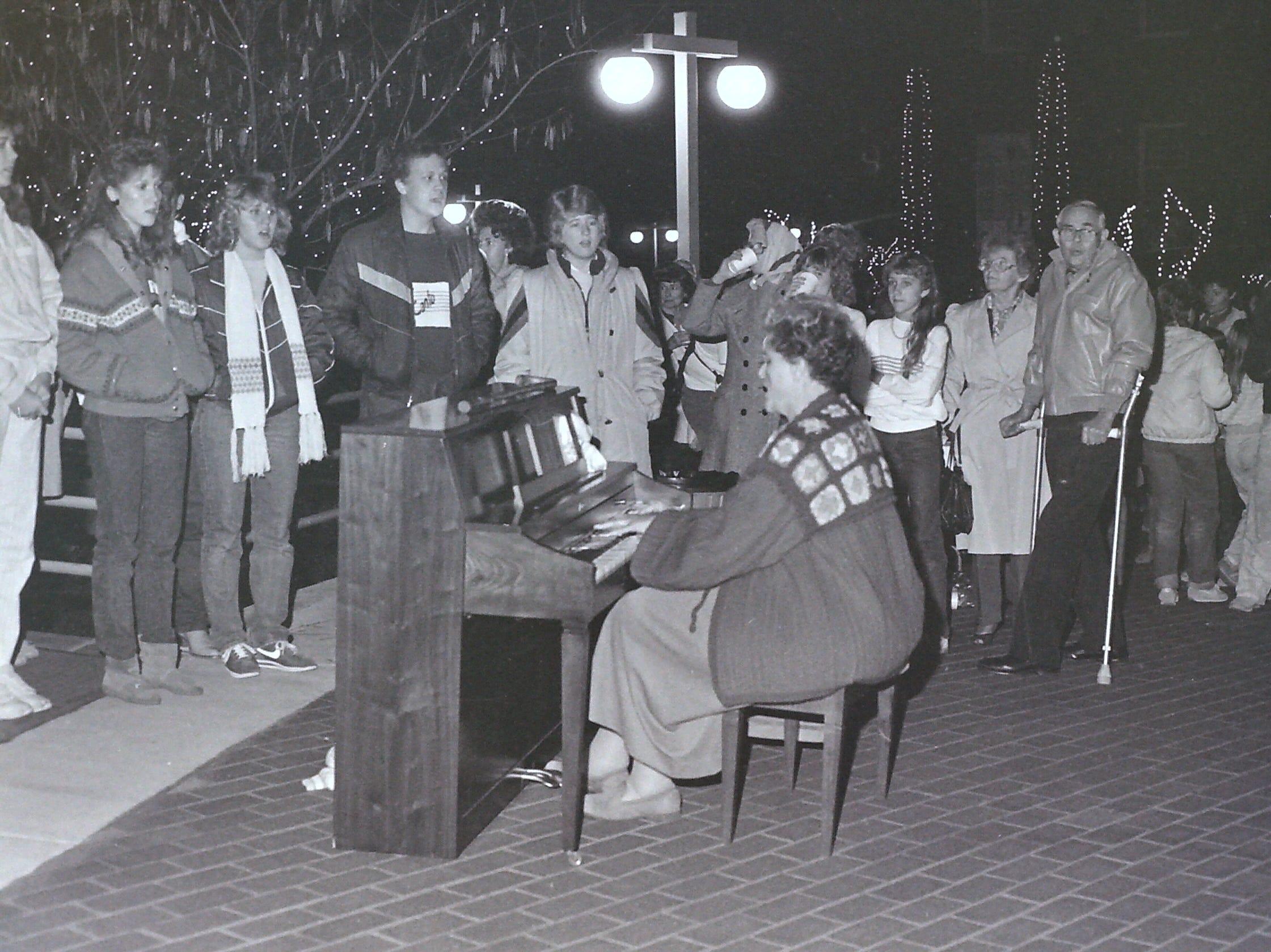 Dixie State Bank Christmas lighting circa 1985.