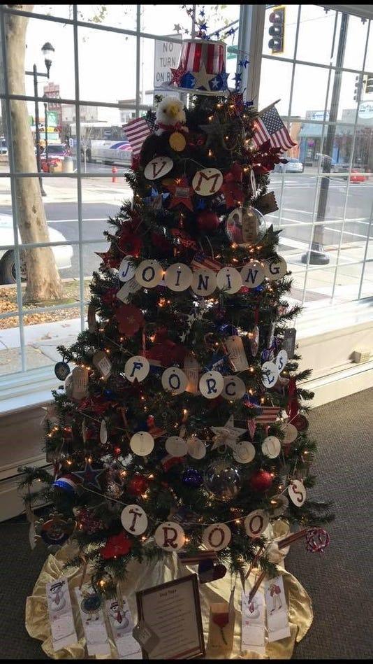 Vineland Christmas Trees001 Veterans Memorial Internediate School 002