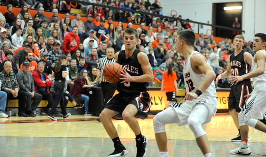 Eastern Pike's boys basketball team has won 15 straight games as they are 15-1 on the year, and they are moving up in polls because of it.