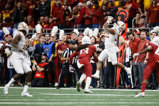Iowa State's David Montgomery (32) catches a pass during the Valero Alamo Bowl on Friday, Dec. 28, 2018, in San Antonio. Washington State takes a 21-10 lead over Iowa State into halftime.