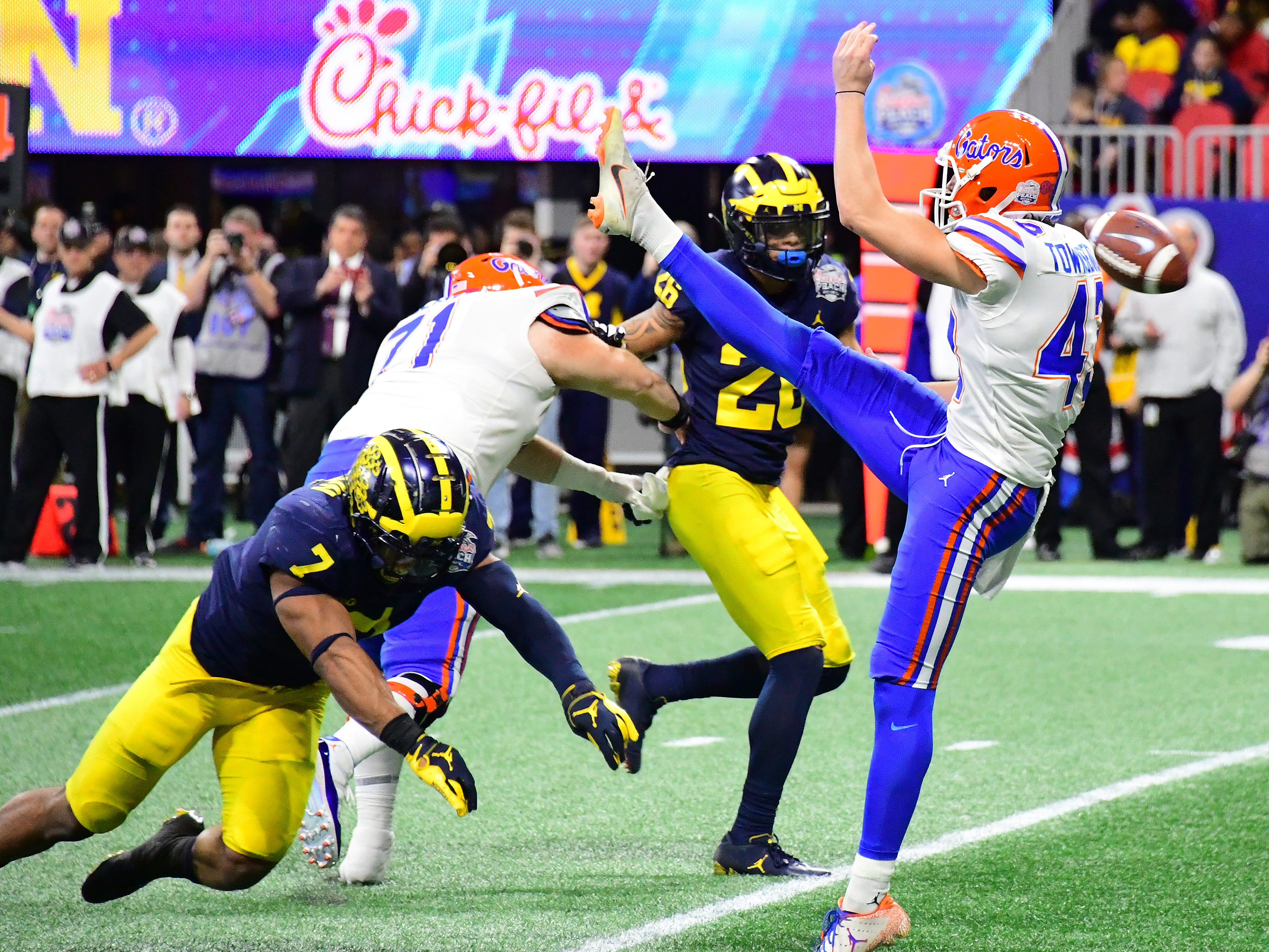 Florida punter Tommy Townsend has his punt blocked by Michigan linebacker Khaleke Hudson in the fourth quarter during U-M's 41-15 loss in the Peach Bowl on Saturday, Dec. 29, 2018, in Atlanta.