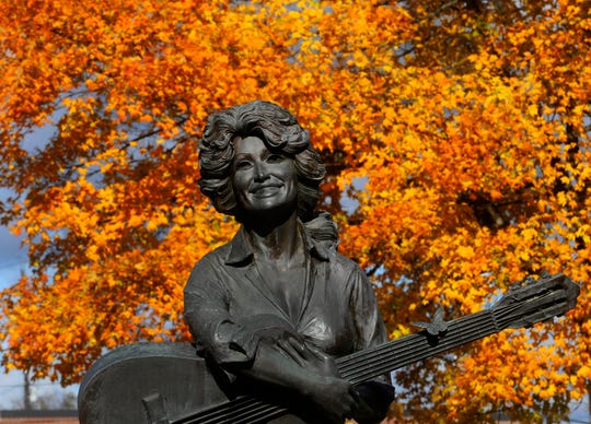 A life-sized statue of Dolly Parton sits on the lawn of the Sevier County Courthouse in Sevierville. The statue, which was sculpted by local artist Jim Gray, was unveiled by Parton herself on May 2, 1987, and features a young Parton barefoot and strumming a guitar.