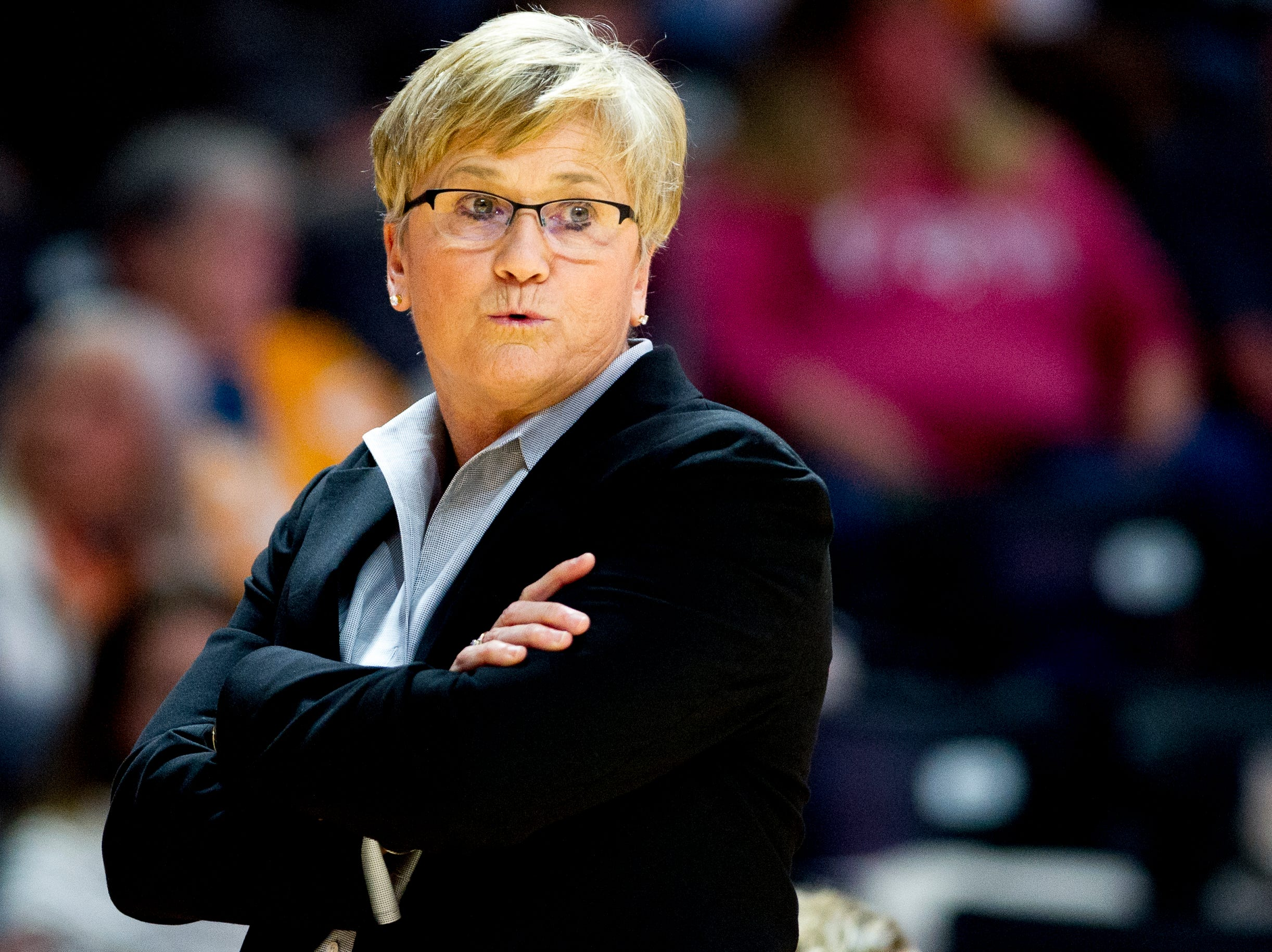 Tennessee Head Coach Holly Warlick calls from the sideline during a game between the Tennessee Lady Vols and Murray State at Thompson-Boling Arena in Knoxville, Tennessee on Friday, December 28, 2018.