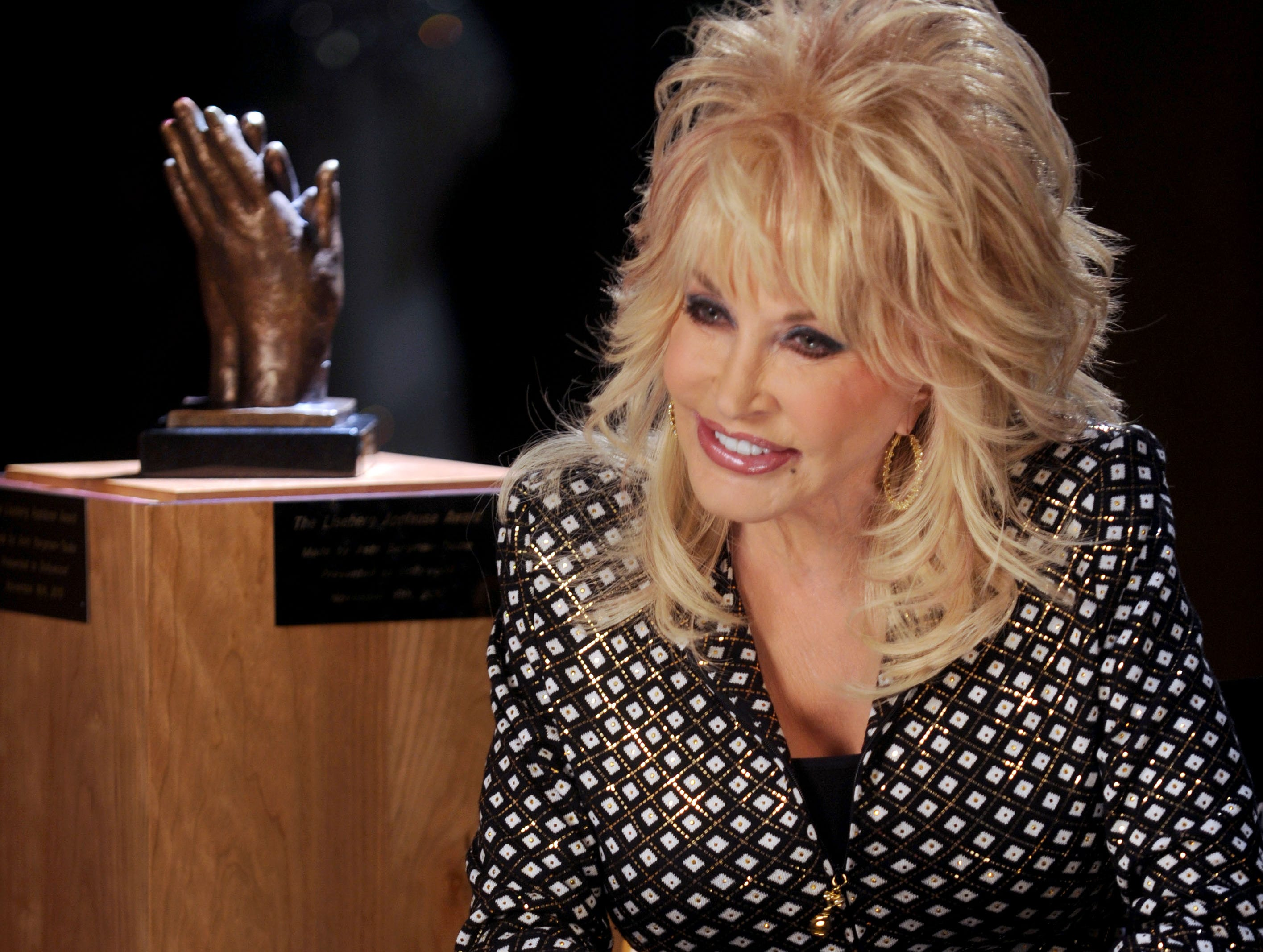 Dolly Parton will be popping up at Dollywood this weekend for the theme park's season opener. 5/6/2011