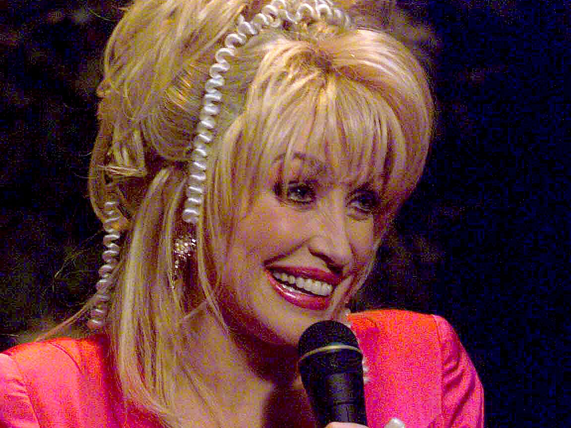 Dolly Parton performs during a press conference Thursday, Nov. 18, 1999.