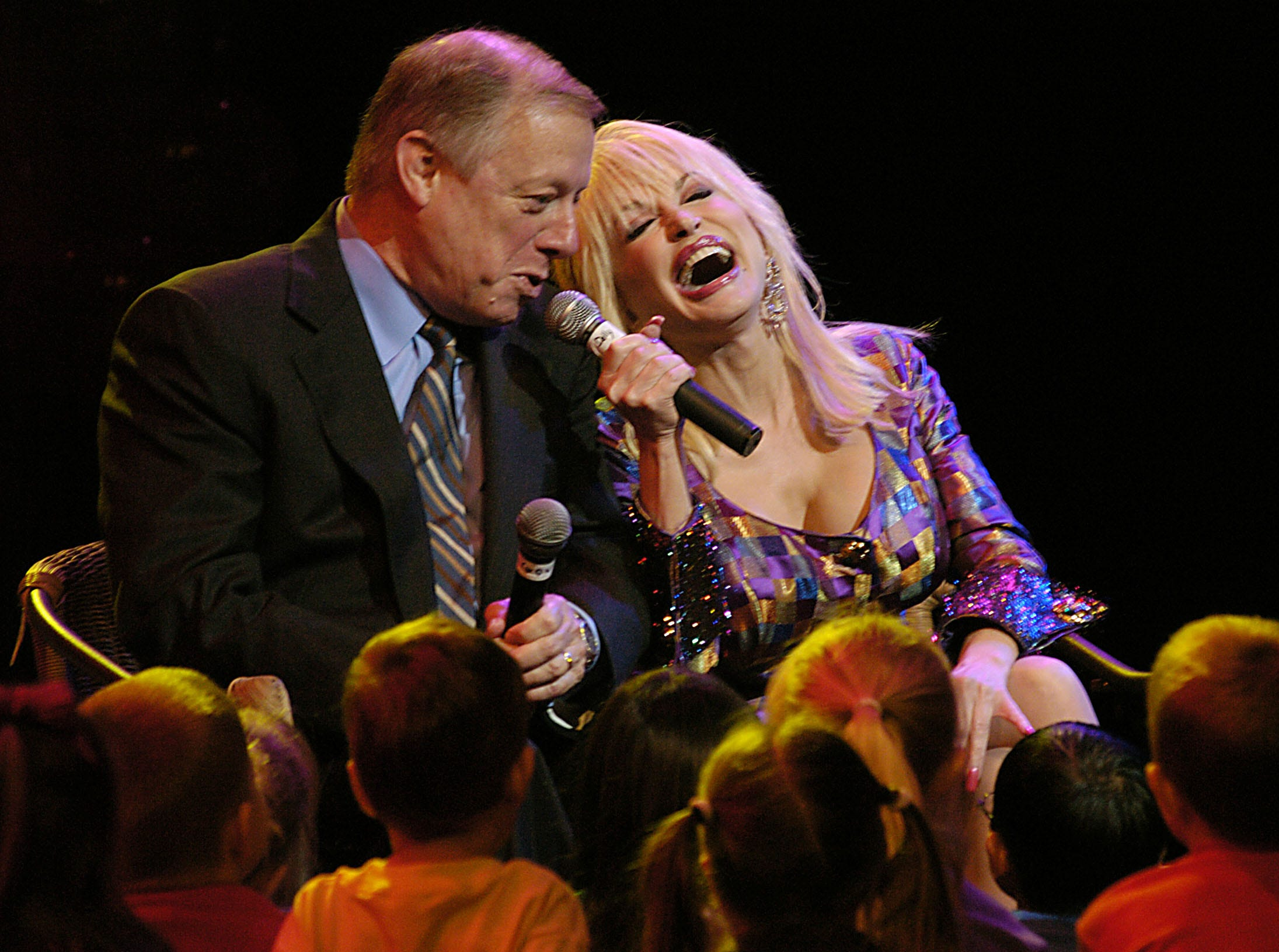 "Dolly Parton laughs as she get Gov. Phil Bredesen to sing along with her on ""Old McDonald"" during the launch of Imagination Library Friday at Dollywood.  Imagination Library is a statewide preschool reading initiative supported by the Governor. 6/18/2004."