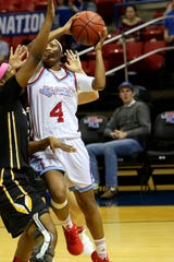Louisiana Tech and Kierra Anthony (4) strolled to victory Saturday.