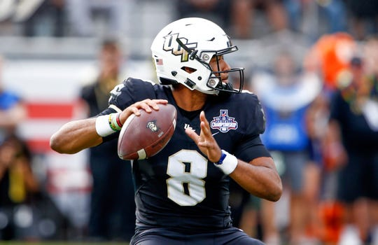 UCF Knights quarterback Darriel Mack Jr. (8) drops too throw a pass during the first quarter against the Memphis Tigers at Spectrum Stadium Dec. 1.  Reinhold Matay-USA TODAY Sports