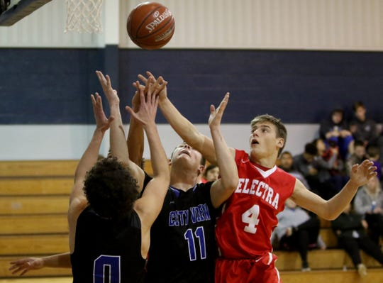 Electra's Korby Kimbro (4) and City View's Jackson Nolan (0) and J.R. William reach for the rebound at the Windthorst Tournament Saturday, Dec. 29, 2018, in Windthorst.