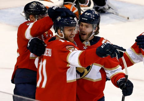 After holding a lead for most of the night, the Flyers collapsed late in the third period against the Florida Panthers.