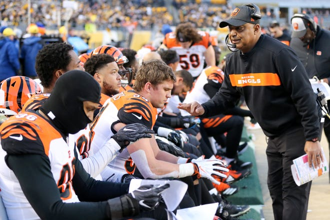 Cincinnati Bengals head coach Marvin Lewis instructs the defense in the first quarter of a Week 17 NFL football game against the Pittsburgh Steelers, Sunday, Dec. 30, 2018, at Heinz Field in Pittsburgh. The Cincinnati Bengals lead 10-3 at halftime.