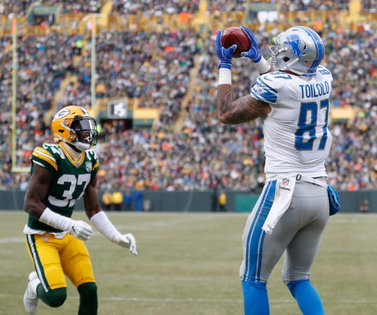 Lions tight end Levine Toilolo catches a touchdown pass on a fake field goal in front of the Packers' Josh Jackson during the first half on Sunday, Dec. 30, 2018, in Green Bay, Wis.
