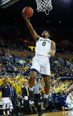 Michigan guard David DeJulius shoots in during the second half of U-M's 74-52 win on Sunday, Dec. 30, 2018, at Crisler Center.
