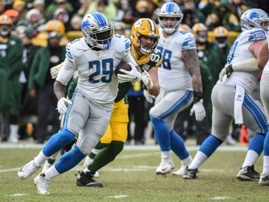 LeGarrette Blount runs past Packers defensive end Dean Lowry in the third quarter of the Lions' 31-0 win.