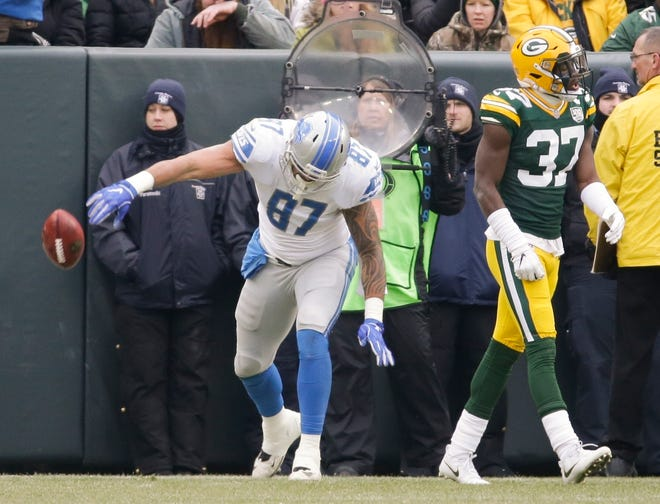 Lions tight end Levine Toilolo reacts to his touchdown catch on a fake field goal in front of the Packers' Josh Jackson during the first half on Sunday, Dec. 30, 2018, in Green Bay, Wis.