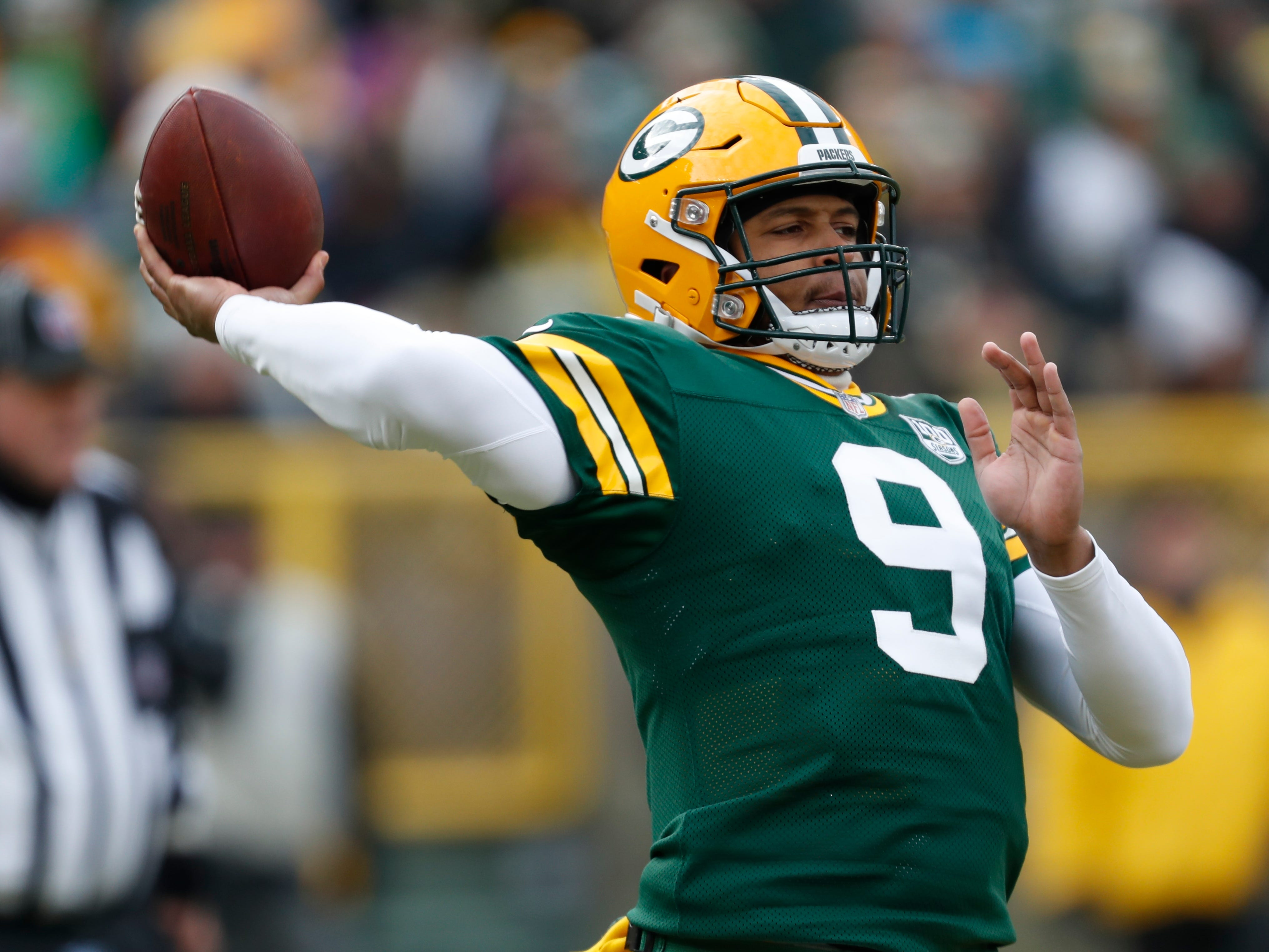 Green Bay's DeShone Kizer throws during the first half.