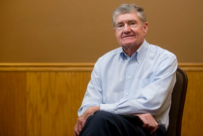Jay Searcy, shown sitting for a portrait photo before his 2013 induction into the Greater Knoxville Sports Hall of Fame, died Saturday at age 84. His award-winning newspaper career began in Oak Ridge, where he grew up, and included stints at the New York Times and Philadelphia Inquirer.