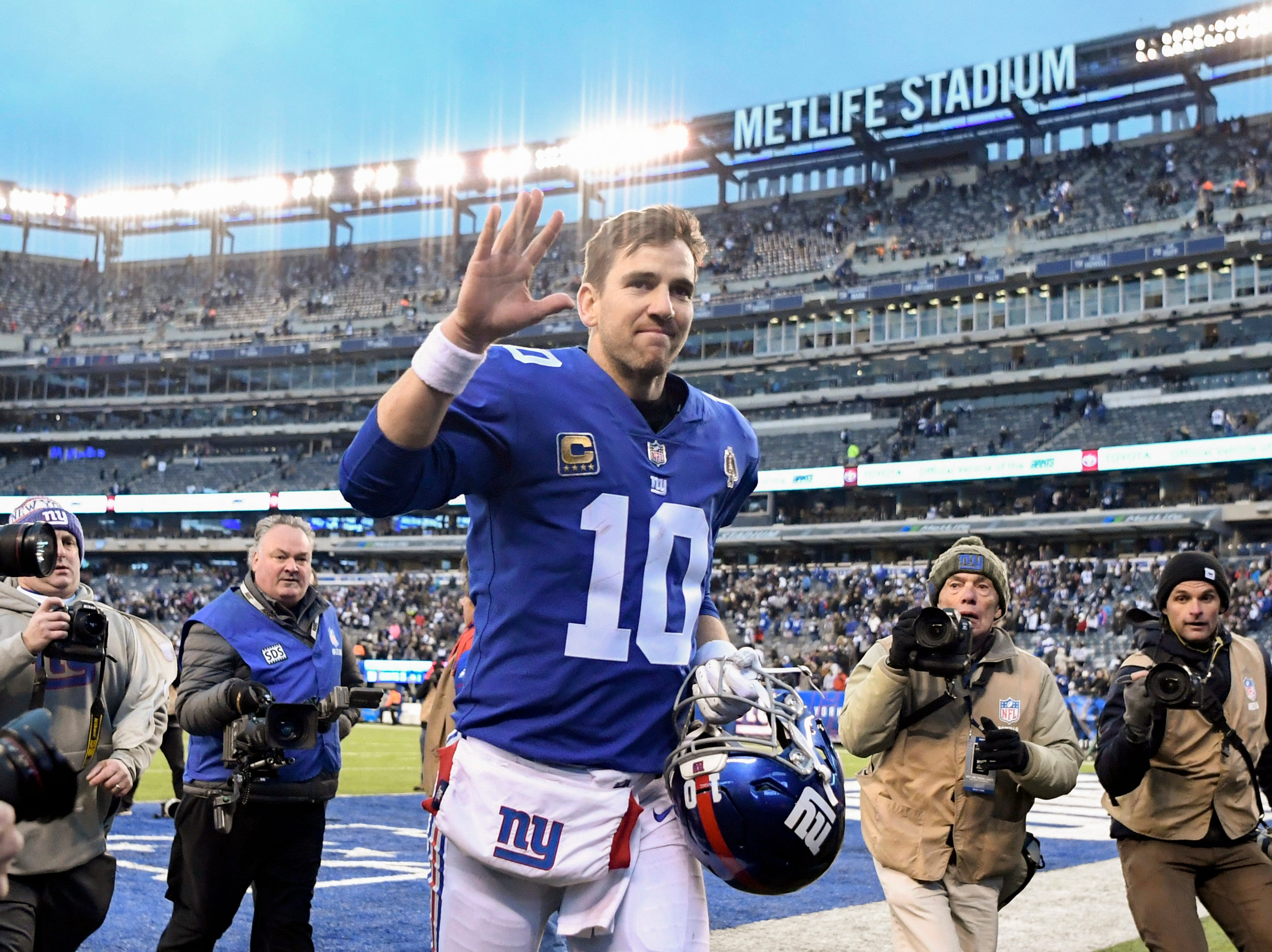 New York Giants quarterback Eli Manning (10) waves to fans as he leaves the field. The New York Giants lose to the Dallas Cowboys 36-35 on Sunday, Dec. 30, 2018, in East Rutherford.
