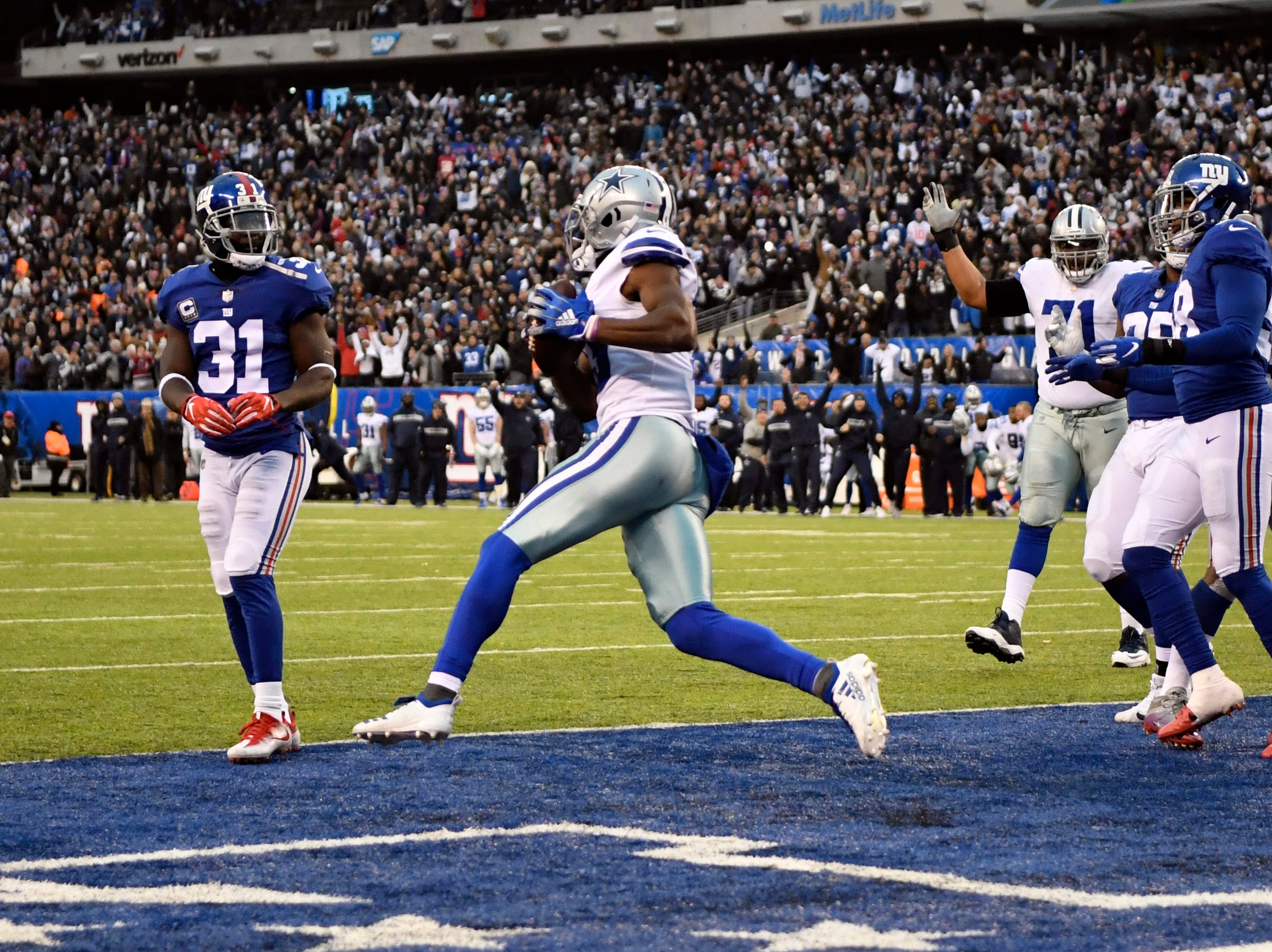 Dallas Cowboys wide receiver Michael Gallup, center, celebrates the two-point conversion, putting the Cowboys up 36-35 over the New York Giants with 1:12 left in the game.