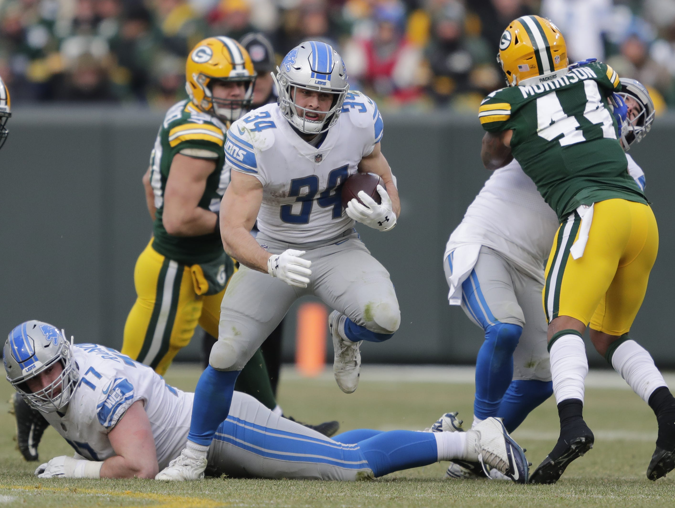Detroit Lions running back Zach Zenner (34) breaks through a hole in the Green Bay Packers defense during the fourth quarter Sunday, December 30, 2018, at Lambeau Field in Green Bay, Wis.  Dan Powers/USA TODAY NETWORK-Wisconsin