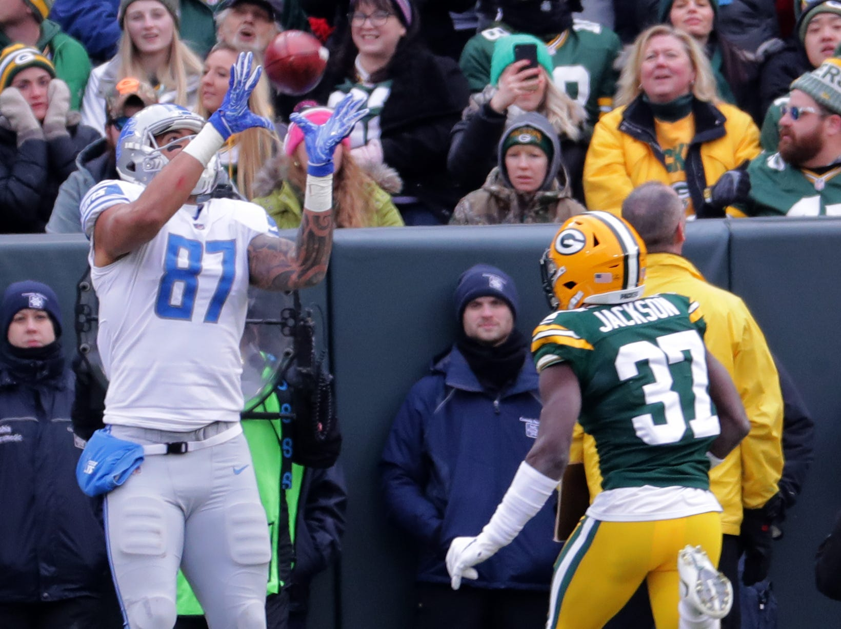 Detroit Lions tight end Levine Toilolo (87) scores a touchdown reception on a fake field goal while being covered by Green Bay Packers cornerback Josh Jackson (37) during the second  quarter of their game Sunday, December 30, 2018 at Lambeau Field in Green Bay, Wis. The Detroit Lions beat the Green Bay Packers 31-0.  MARK HOFFMAN/MILWAUKEE JOURNAL SENTINEL
