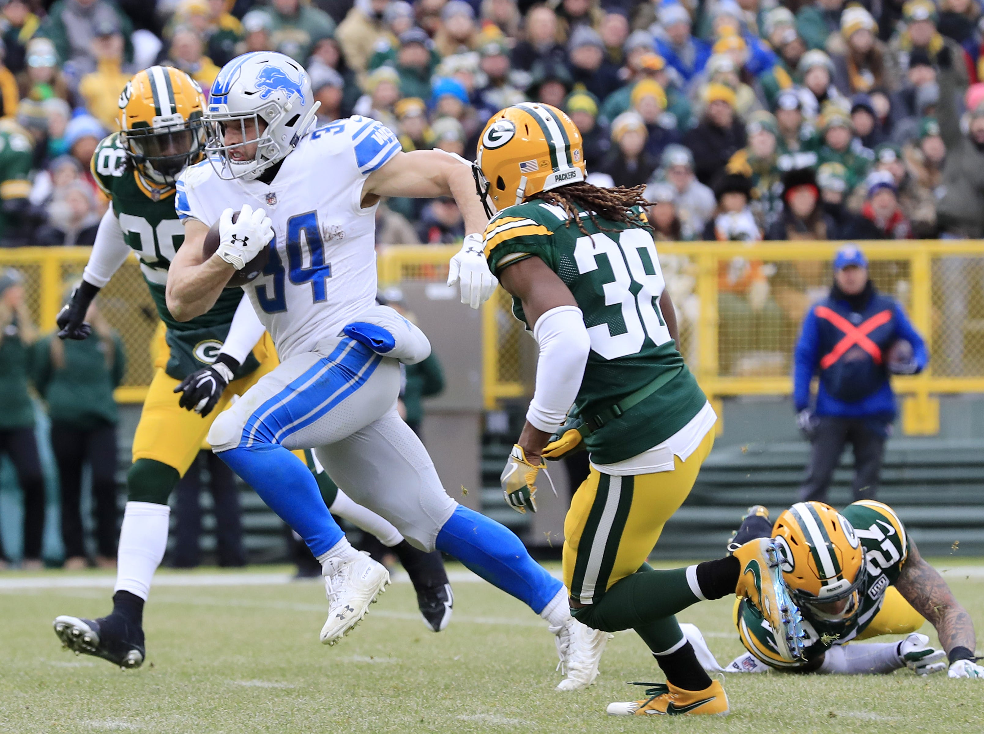 Detroit Lions running back Zach Zenner (34) rushes for a touchdown in the second quarter against the Green Bay Packers at Lambeau Field on Sunday, December 30, 2018 in Green Bay, Wis. Adam Wesley/USA TODAY NETWORK-Wis