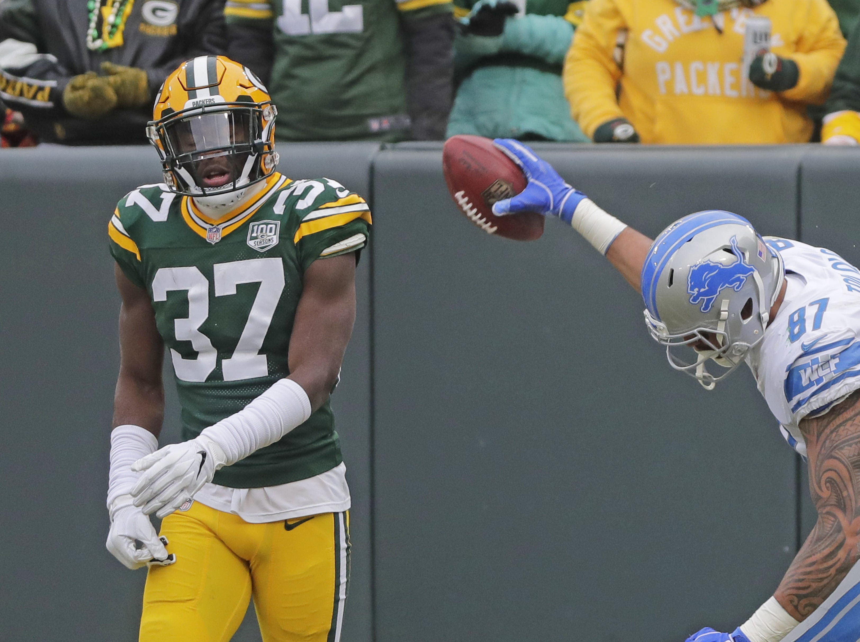 Detroit Lions tight end Levine Toilolo (87) celebrates after scoring a touchdown past the coverage of Green Bay Packers cornerback Josh Jackson (37) in the second quarter at Lambeau Field on Sunday, December 30, 2018 in Green Bay, Wis. Adam Wesley/USA TODAY NETWORK-Wis