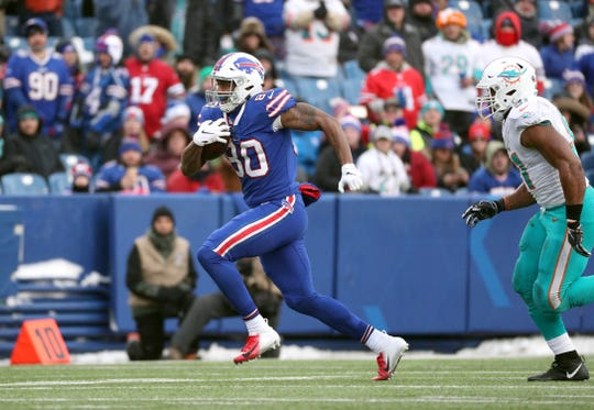 Bills tight end Jason Croom gains 26-yards on this catch.