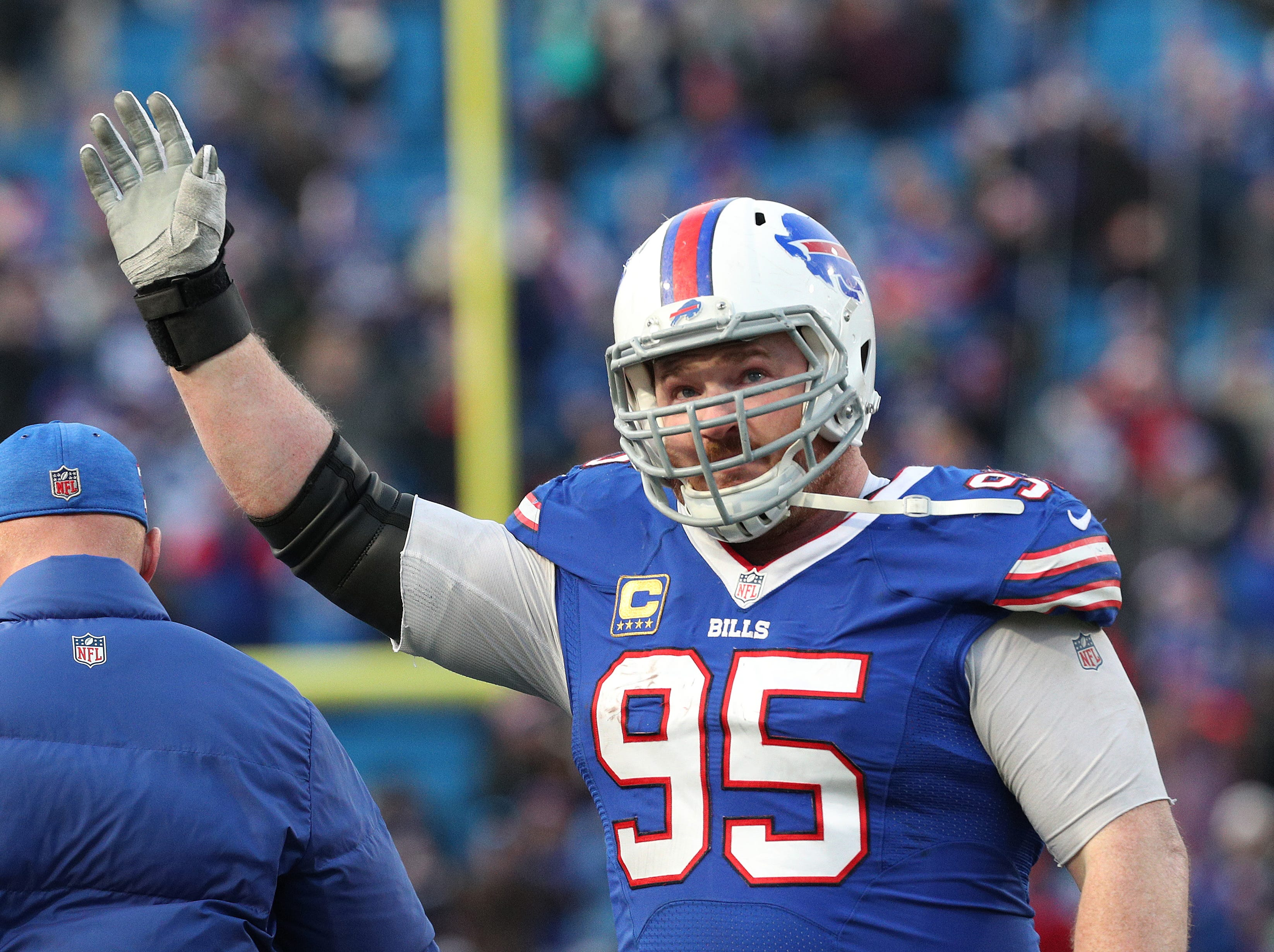Bills Kyle Williams waves to the crowd as he is removed from the game for the final time.  Williams is retiring after a 13-year career.