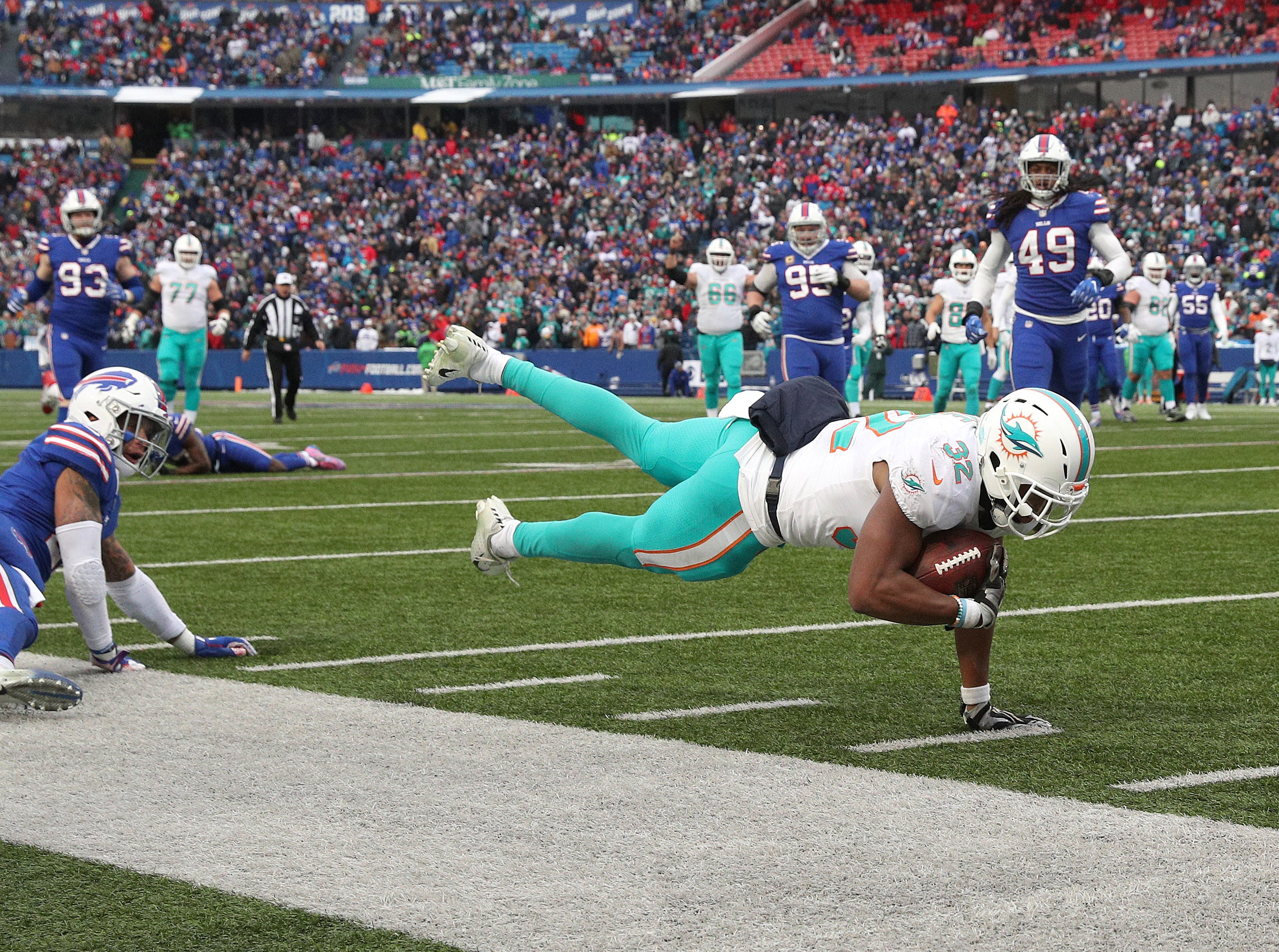Dolphins Kenyan Drake is short of the end zone on this catch.