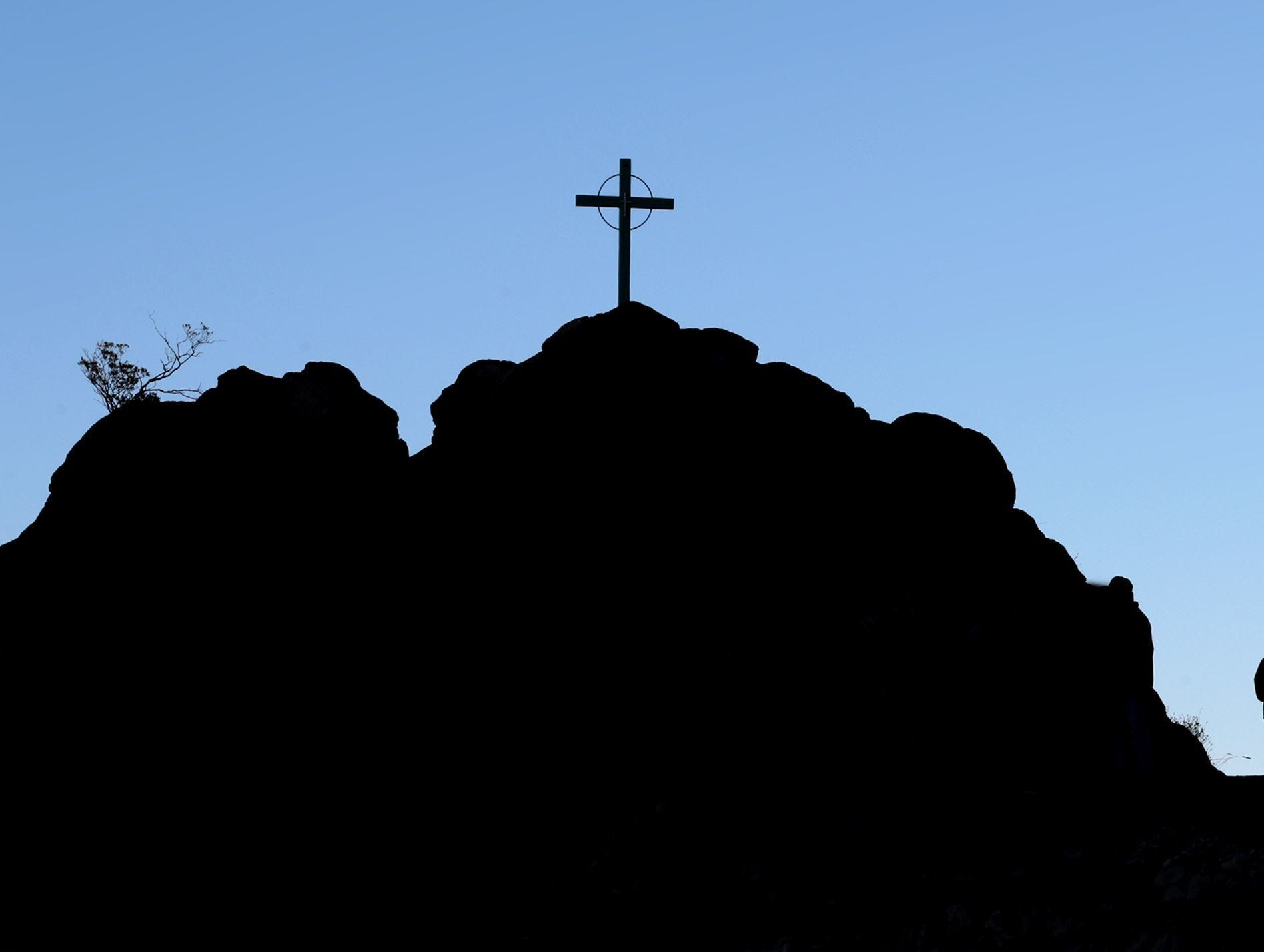 Photos by Mark Lambie/El Paso Times Thousands of Catholic faithful made the 5-mile pilgrimage to Mount Cristo Rey Sunday. The hike coincides with the completion of the monument and celebrates the Christian Feast of Christ the King.