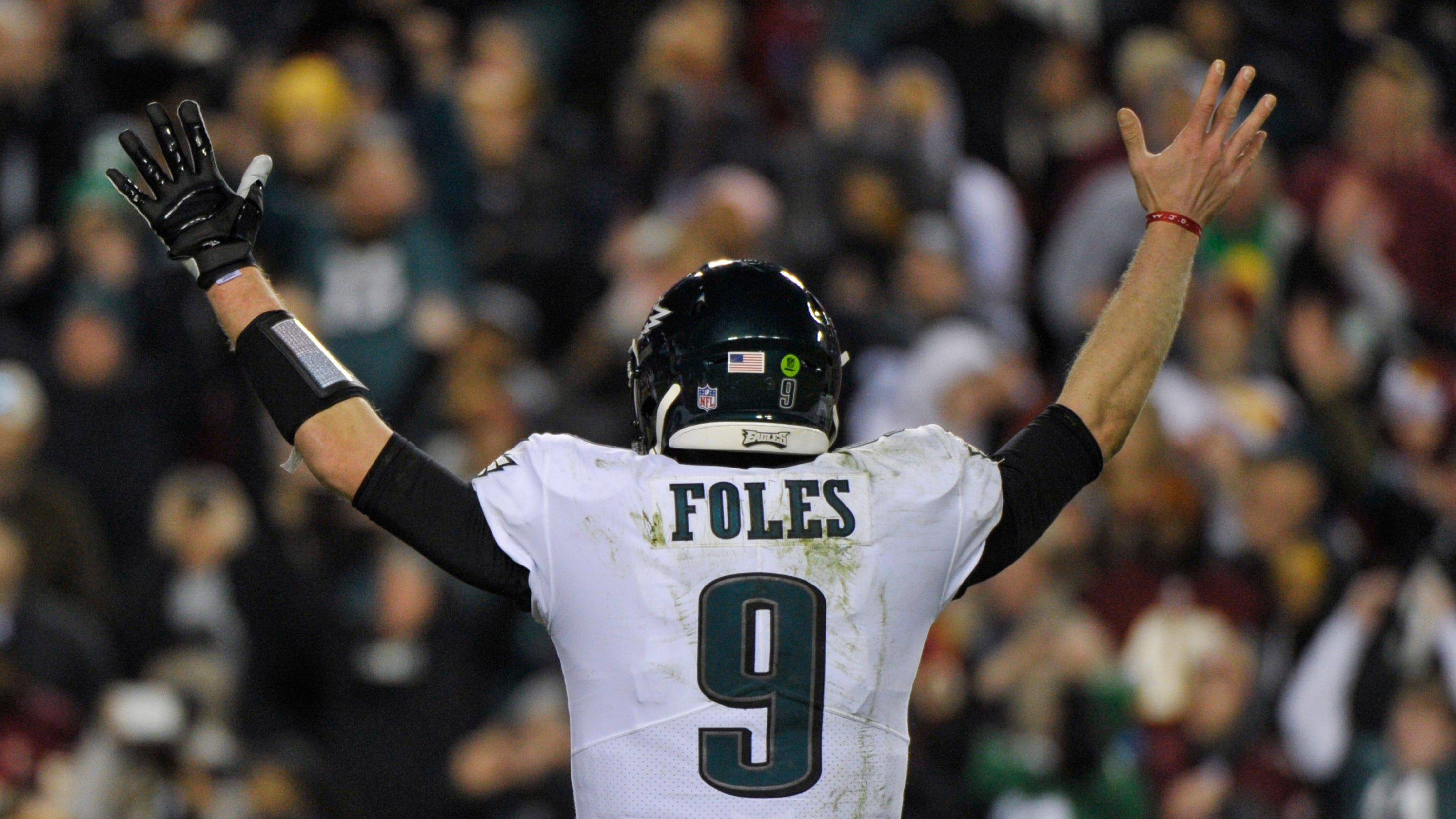 53c2ed8b839 Eagles beat Washington, get help from Bears to make playoffs, but Nick  Foles injured