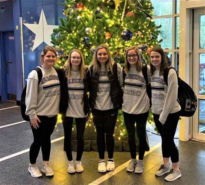 Five Philo cheerleaders (in no particular order), Josi Harrop, Jessica Middleton, Delaney Mumford, Lacey Jarrett and Emma Shaeffer, will cheer in the Citrus Bowl on New Year's Day.