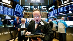 epa07133207 Traders work on the floor of the New York Stock Exchange in New York, New York, USA, 31 October 2018. The Dow Jones industrials started the day with a gain of over 350 points. EPA-EFE/JUSTIN LANE ORG XMIT: JLX06