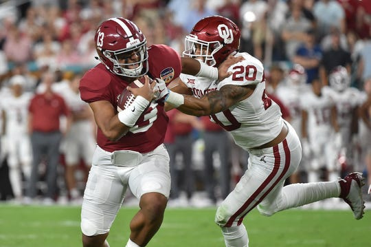 Orange Bowl: Alabama quarterback Tua Tagovailoa avoids a tackle by Oklahoma safety Robert Barnes.