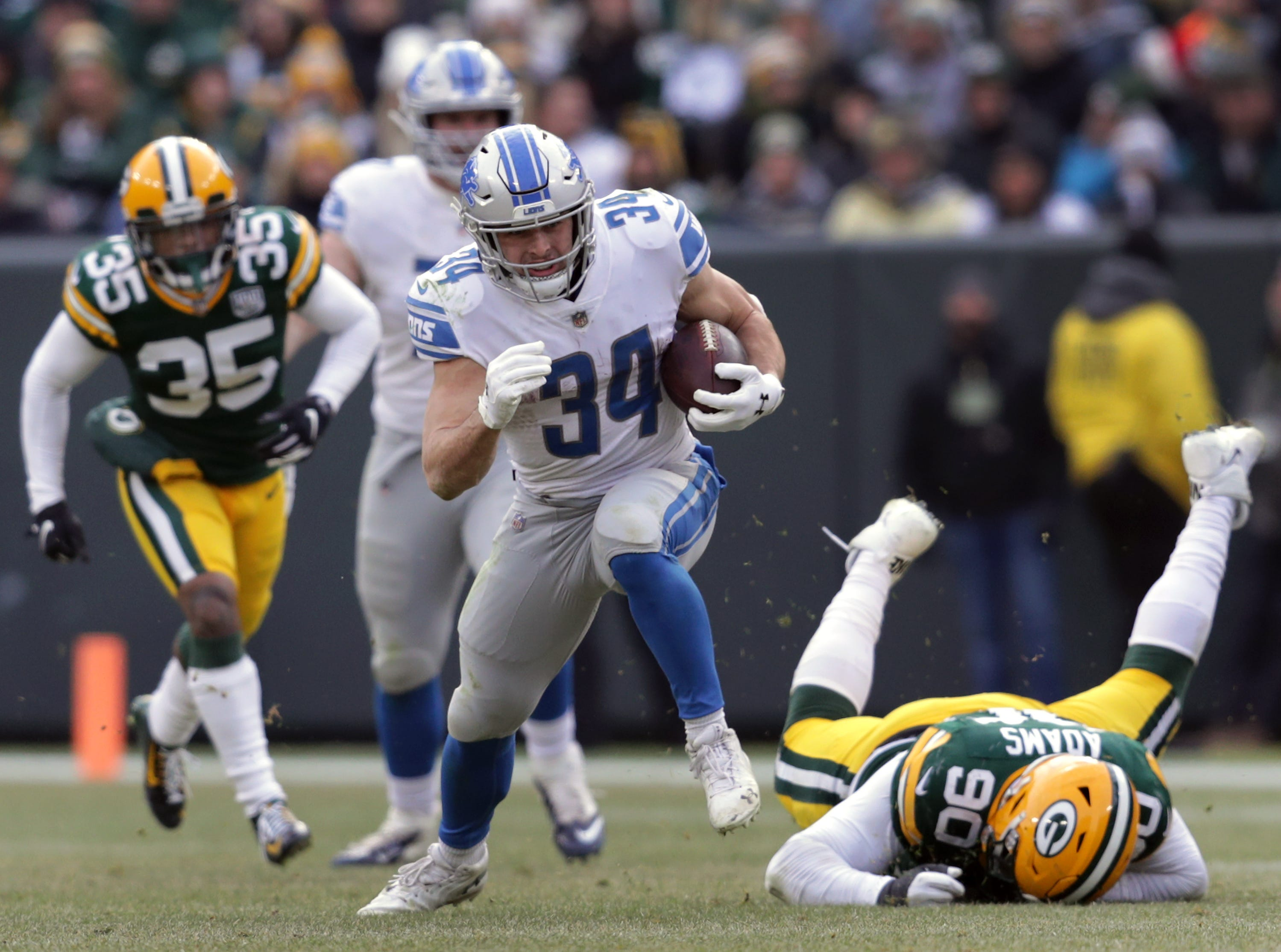 Detroit Lions running back Zach Zenner rushes against the Green Bay Packers during their football game on Sunday, December 30, 2018, at Lambeau Field in Green Bay, Wis. Detroit defeated Green Bay 31 to 0.