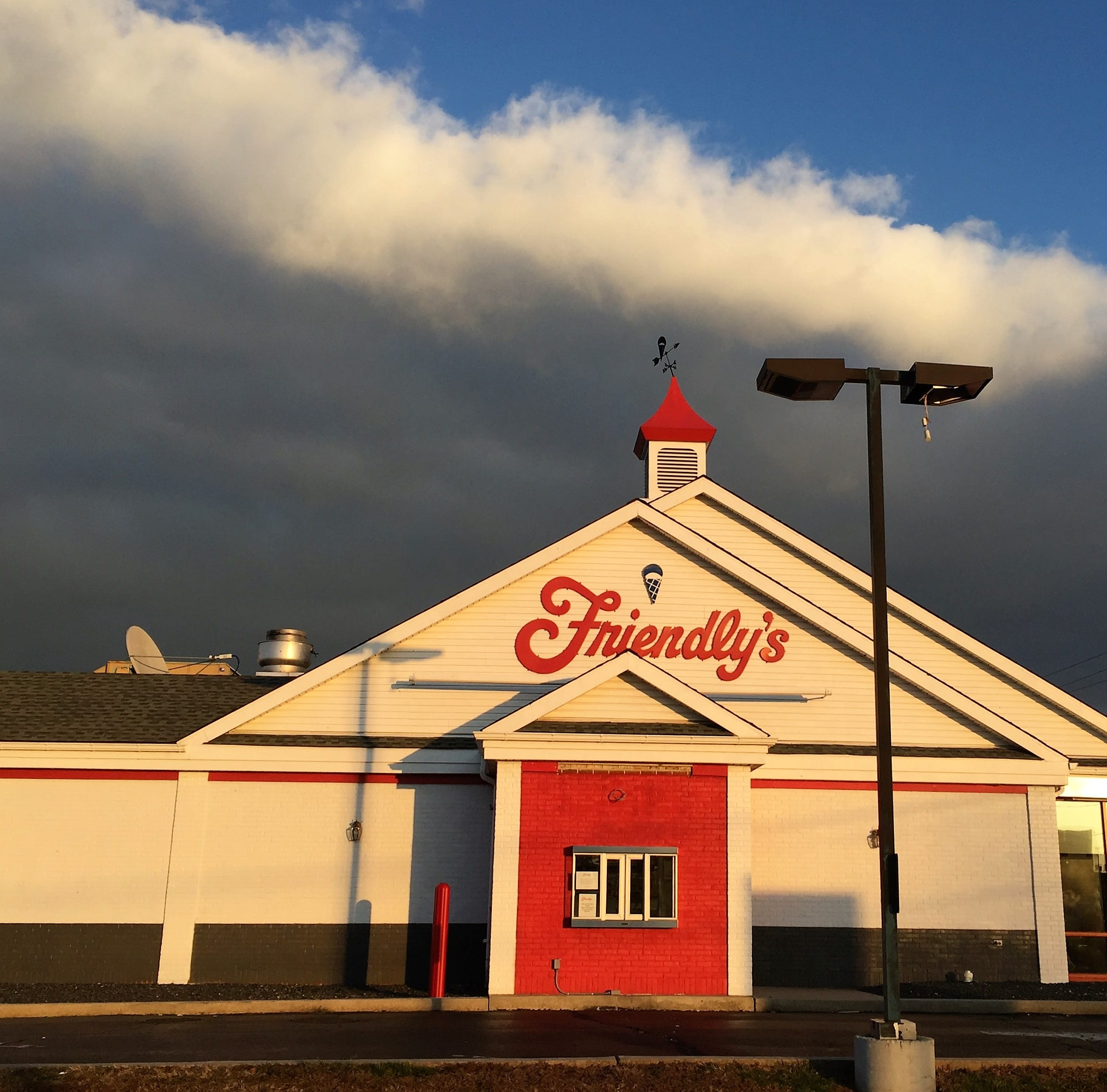 Friendly's restaurant closes its doors in Mount Laurel on Route 38