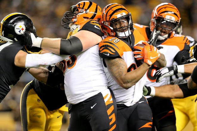 Cincinnati Bengals running back Joe Mixon (28) carries the ball in the third quarter of a Week 17 NFL football game against the Pittsburgh Steelers, Sunday, Dec. 30, 2018, at Heinz Field in Pittsburgh. The Pittsburgh Steelers won 16-13.