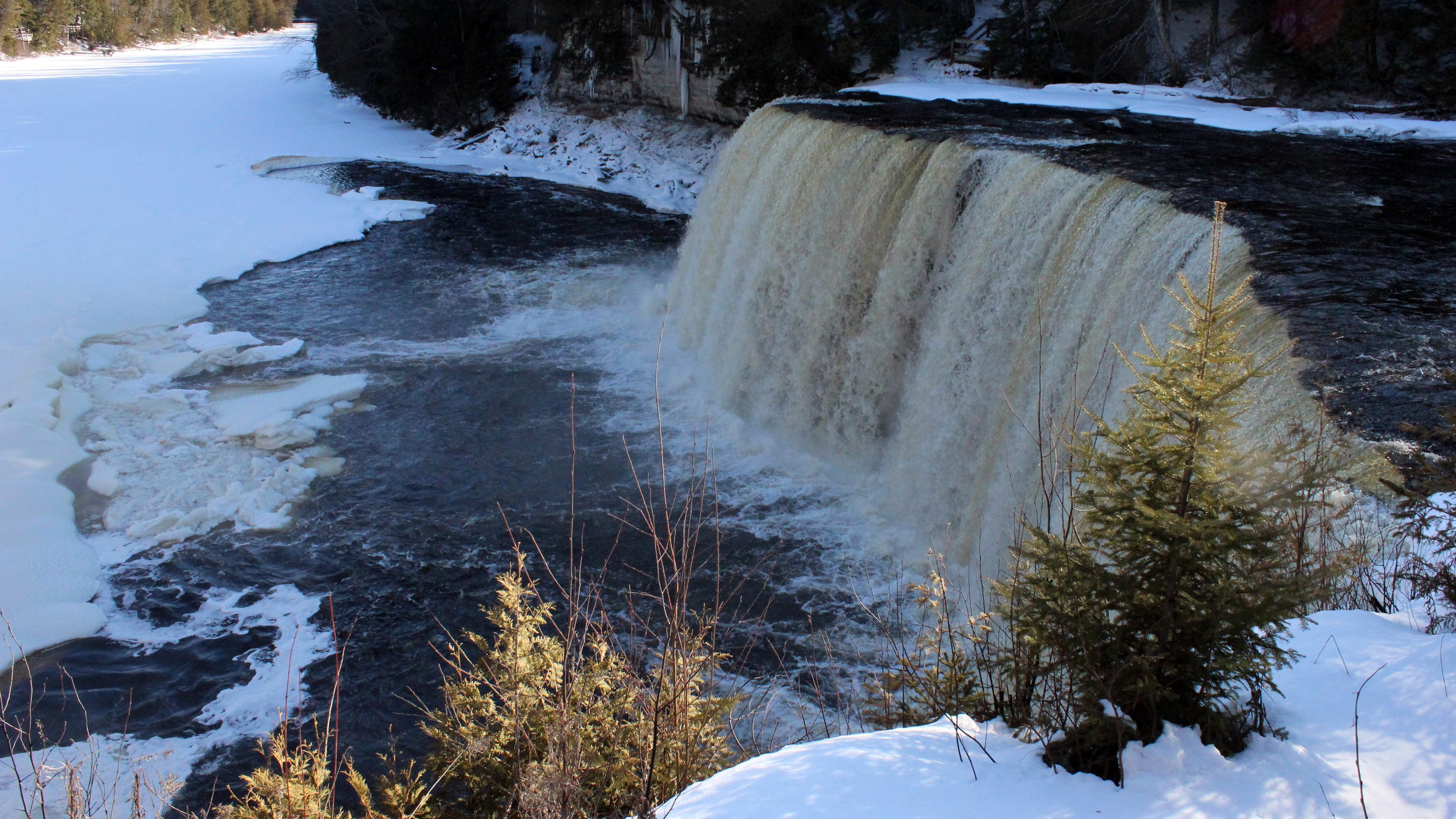 Watch: Kayaker paddles over Michigan's Tahquamenon Falls