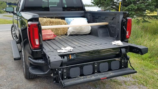 Features Sierra Bed Load Step