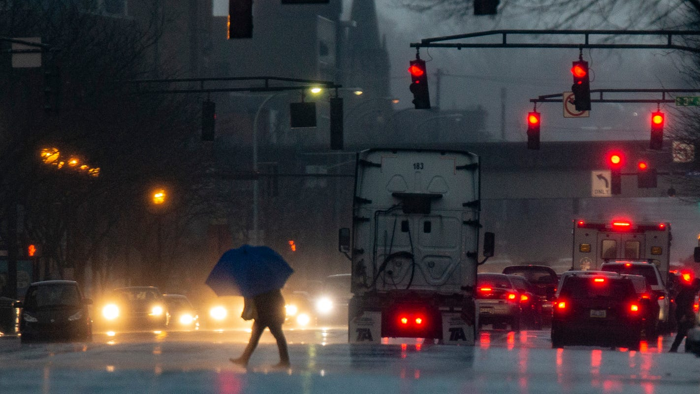 Tips for driving in the rain: How not to hydroplane