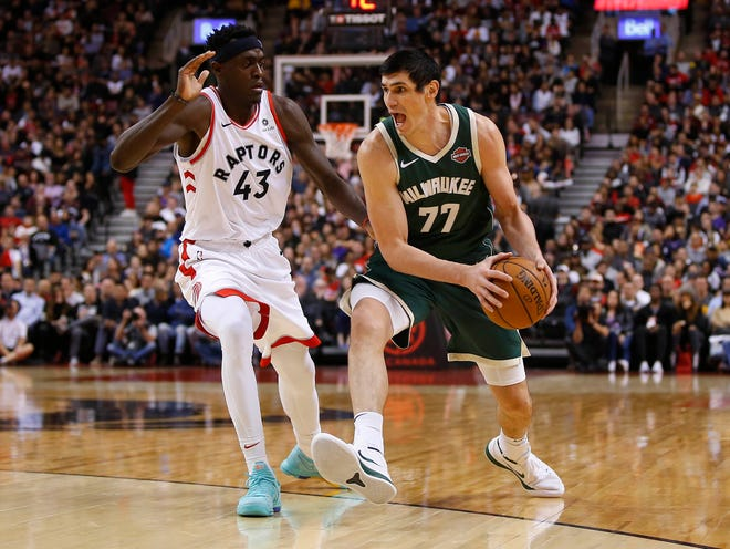 Ersan Ilyasova returned to practice on Monday for the Bucks donning a mask to protect his surgically repaired broken nose.